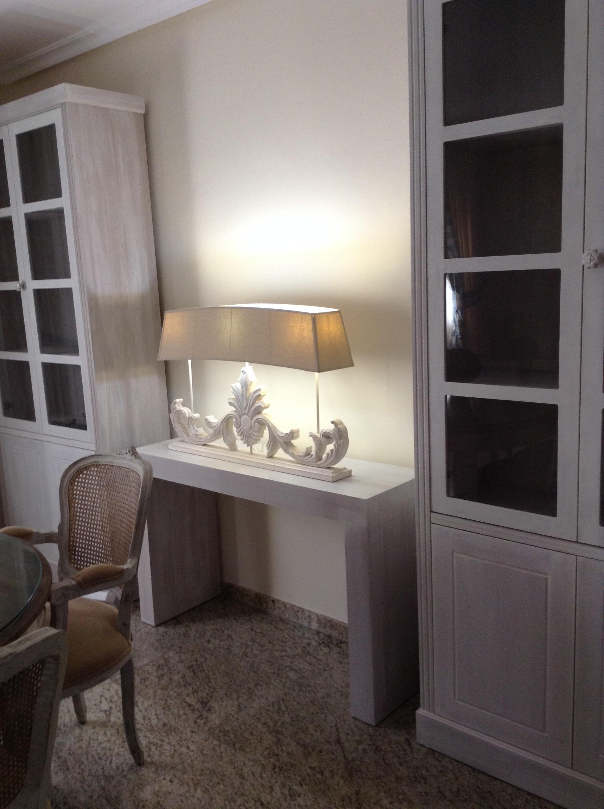 consola a medida con lámpara de estilo francés